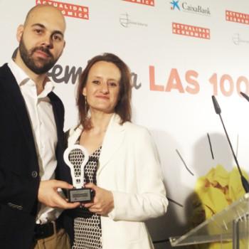David Clemente (Product Manager de El Viajero Fisgón ) y Ruth Blanch (Directora General de Antevenio España) recogieron el premio en el Hotel Ritz de Madrid