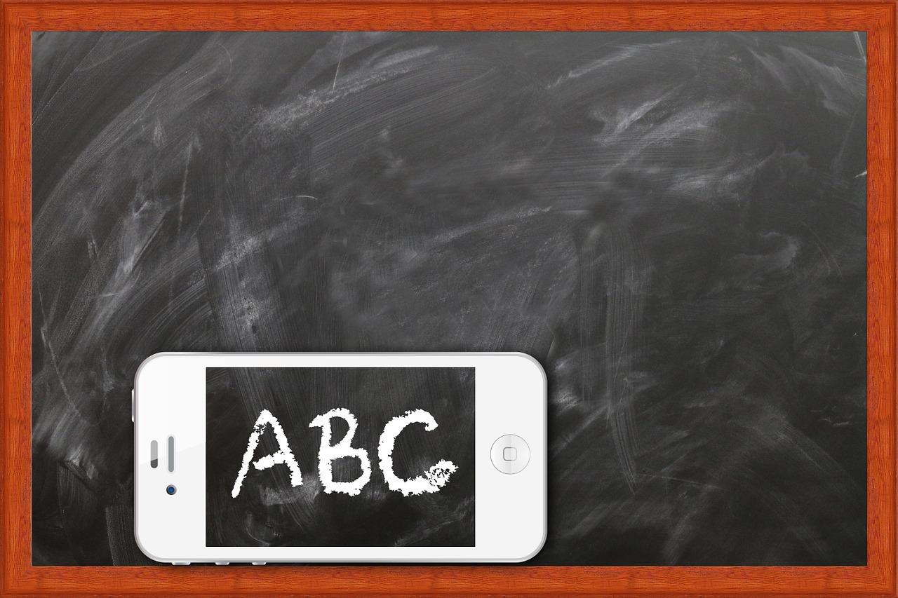 clases a distancia para aprender en redes sociales