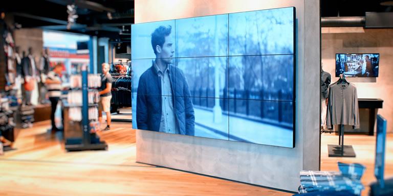 pantallas en tiendas físicas
