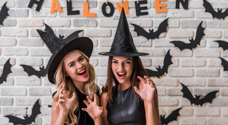 Disfraza a tu equipo de trabajo en este Halloween para humanizar tu negocio